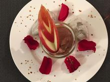 Dunkle Schokoladen-Mousse mit Mangomark geschichtet - Rezept - Bild Nr. 2