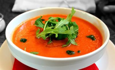 Tomaten-Erdbeer-Suppe mit Minzpesto und Rucola - Rezept - Bild Nr. 2863