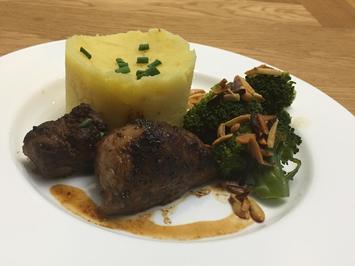 Bentheimer Landschwein mit Kartoffel-Steckrüben-Stampf und Brokkoli mit Mandeln - Rezept - Bild Nr. 2