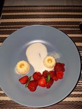 Marinierte Erdbeeren, Yuzueis, Mascarpone-Kastanienhonigschaum - Rezept - Bild Nr. 3072
