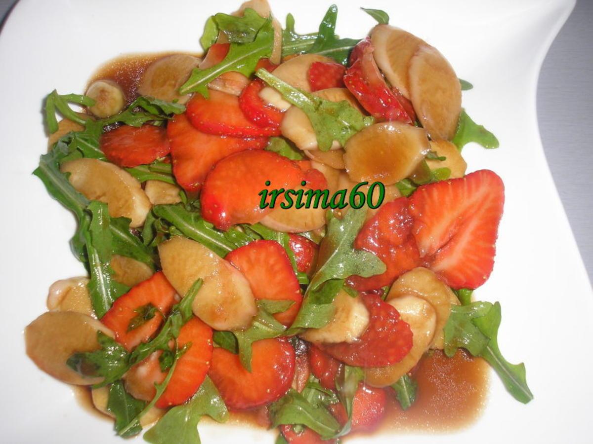 Spargelsalat mit erdbeeren himbeeressig