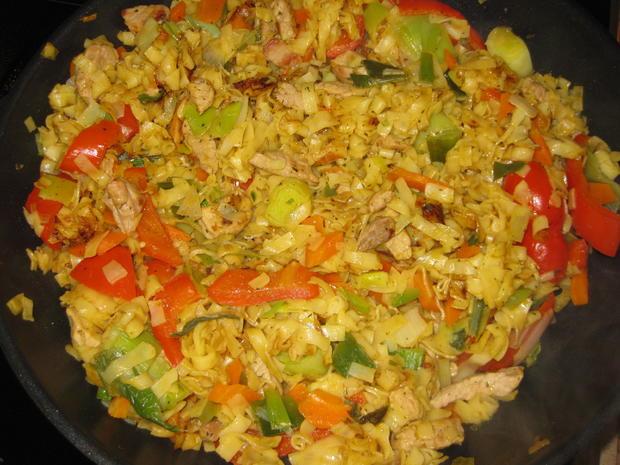 Gebratene Wok-Nudeln mit Schweinefleisch und Gemüse - Rezept - Bild Nr. 2944