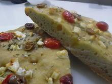 Focaccia mit Tomaten, Schafskäse und Oliven - Rezept - Bild Nr. 2948