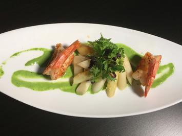 Salat von gebratenem Spargel mit wilden Scampi und Bärlauchcreme - Rezept - Bild Nr. 2