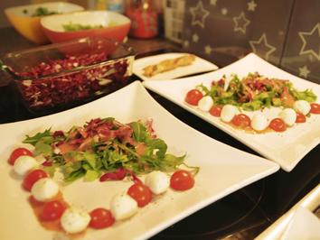 Rezept: Tomaten-Mozzarella-Salat mit einer Erdbeer-Vinaigrette