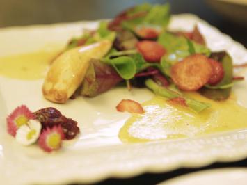 Mangoldtäschchen auf fruchtigem Pflücksalat - Rezept - Bild Nr. 2