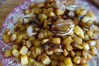 Rezept: BEILAGE:  Rosmarin-Anis-Zwiebel Kartofferl;