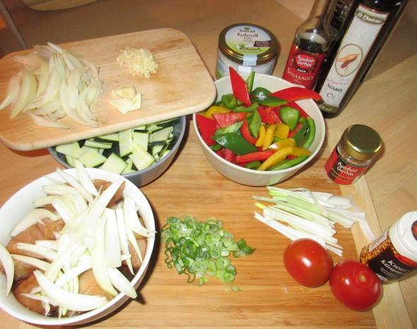 Hähnchen in Erdnuss-Soße mit Wok-Gemüse - Rezept - Bild Nr. 2953