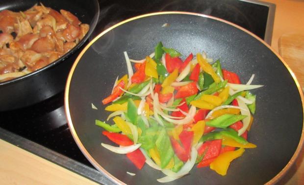 Hähnchen in Erdnuss-Soße mit Wok-Gemüse - Rezept - Bild Nr. 2954