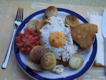 Wiener Schnitzel vom Schwein mit Zwiebeln und Spiegelei - Rezept - Bild Nr. 2