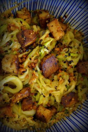 Vegetarisches Zucchinispaghetti-Tofu-Gericht - Rezept - Bild Nr. 2