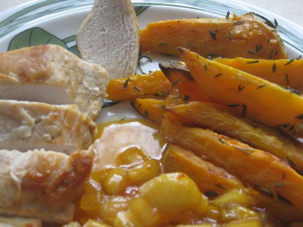 Hähnchenbrust mit Süßkartoffelspalten und Apfel-Zwiebel-Chutney - Rezept - Bild Nr. 3012