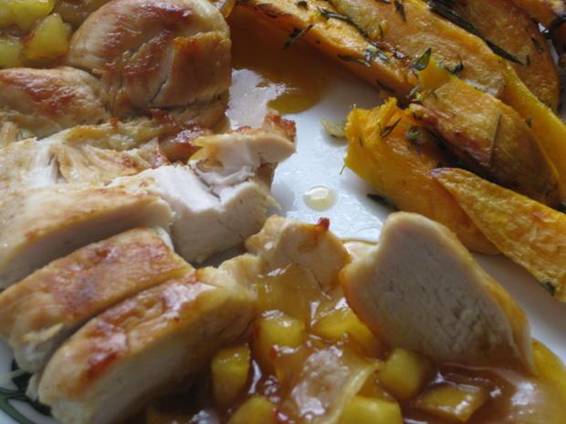 Hähnchenbrust mit Süßkartoffelspalten und Apfel-Zwiebel-Chutney - Rezept - Bild Nr. 3013
