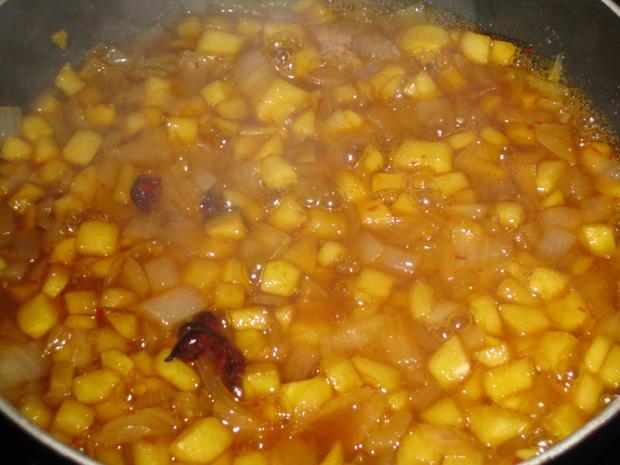 Hähnchenbrust mit Süßkartoffelspalten und Apfel-Zwiebel-Chutney - Rezept - Bild Nr. 3014