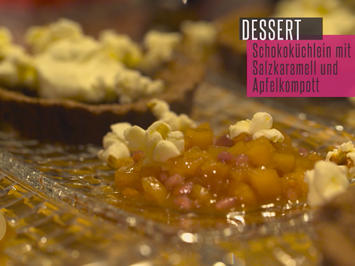 Mini Tarte au Chocolat mit Salzkaramell und Apfelkompott - Rezept - Bild Nr. 2