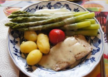 Grüner Spargel mit Pazifik Wildlachsfilet, Frühkartoffeln und Zitronen Buttersauce - Rezept - Bild Nr. 3051