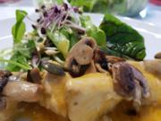 Putenfilet als Gulasch mit Salat à la Biggi - Rezept - Bild Nr. 3030