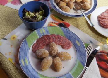 Meersalz-Kümmel-Drillinge mit luftgetrockneter-Mettwurst und Lollo-Rosso-Salat - Rezept - Bild Nr. 3045