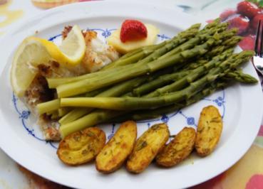 Kabeljaufilet mit grünen Spargel und Rosmarin-Backkartoffeln - Rezept - Bild Nr. 3059