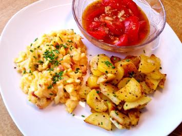 Rührei - dazu Bratkartoffeln und ein Tomatensalat - Rezept - Bild Nr. 3096