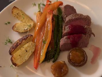 Rezept: Lamm-Impressionen mit Pflaume und Honigkarotte