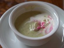 Buttermilchkartoffelsuppe mit Sauerampfer und Lachs - Rezept - Bild Nr. 2