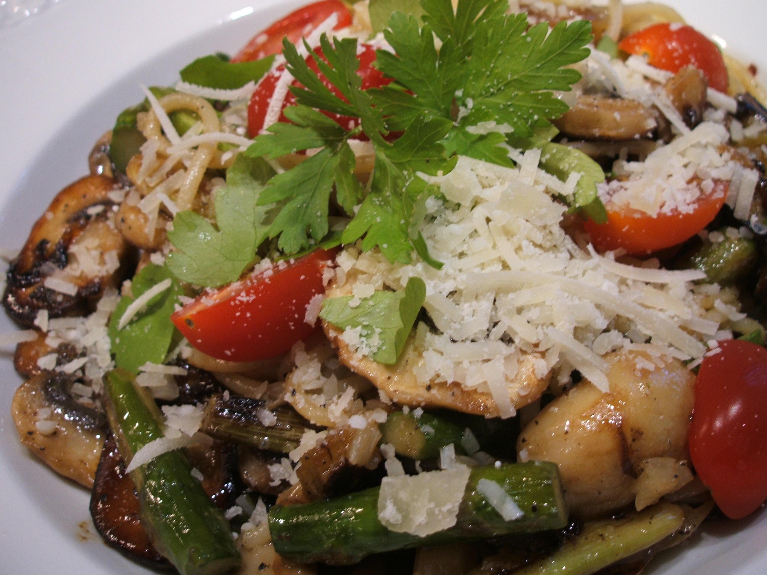 Pasta: Knoblauch-Spaghetti mit grünem Spargel und Champignons - Rezept By lunapiena