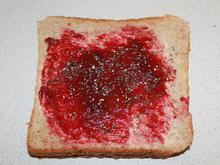 Rote-Beeren-Marmeladen-Chia-Toast - Rezept - Bild Nr. 2