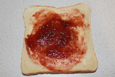 Erdbeer-Marmeladen-Toast mit Chia Samen  - Rezept - Bild Nr. 3227
