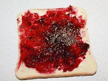Johannisbeer-Marmeladen-Toast mit Chia Samen  - Rezept - Bild Nr. 2