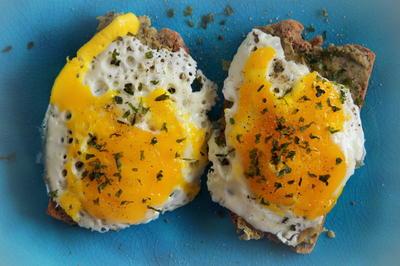 Frühstück, Snack: Spiegelei-Hummus-Brot - Rezept - Bild Nr. 2