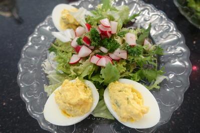 Estragon-Eier auf Schnittsalat mit Radieschen-Vinaigrette - Rezept - Bild Nr. 3301