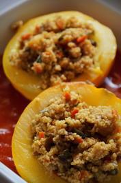 Vegetarisch: Mit Hirse gefüllte runde Zucchini auf Tomatensoße - Rezept - Bild Nr. 2