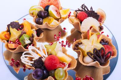 Rezept: No Bake - Mini-Obsttörtchen und lustige Schokoküsse