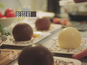 Schokoladenkugel mit Pistazieneis und Kokosblüten-Karamellsauce - Rezept - Bild Nr. 2