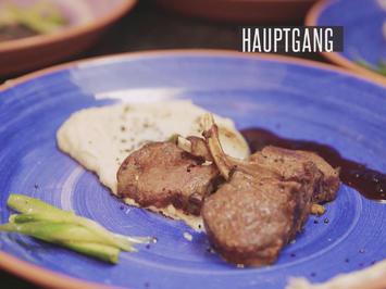 Rezept: Lammkarree auf Yamwurzelpüree mit Spargel, Portweinreduktion und gepuffertem Quinoa