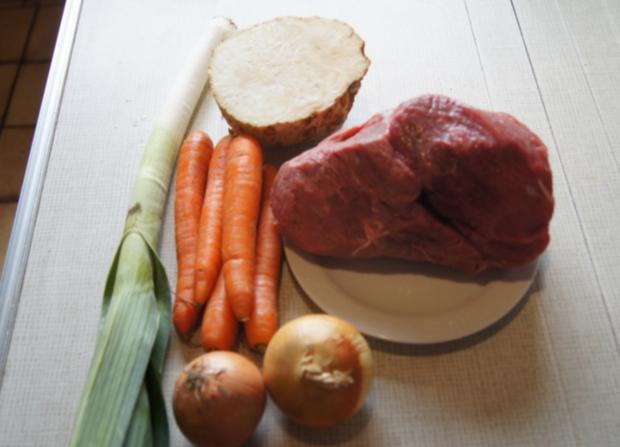 Falsches Rinderfilet gekocht mit Semmelknödel und Gemüsesauce - Rezept - Bild Nr. 3379