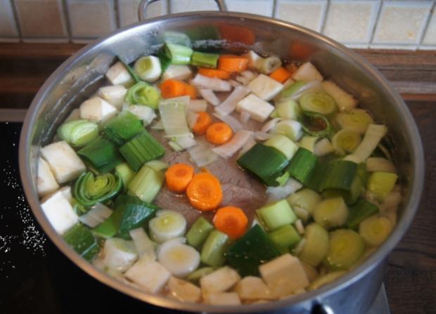 Falsches Rinderfilet gekocht mit Semmelknödel und Gemüsesauce - Rezept - Bild Nr. 3382