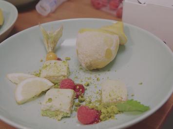 Gewürz-Eiscreme mit Pistazienbiskuit und Estragon-Zitronencreme - Rezept - Bild Nr. 2