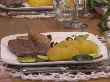 Holzeröder Filetteller an der frühen Annabell mit Zucchini-Gemüse und Sauerrahmdip - Rezept - Bild Nr. 2