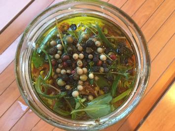 Schafskäse und getrocknete Tomaten in Olivenöl eingelegt - Rezept - Bild Nr. 3473
