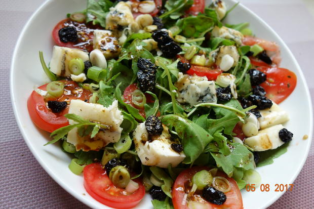 gorgonzola auf fruchtigem rucola salat rezept. Black Bedroom Furniture Sets. Home Design Ideas