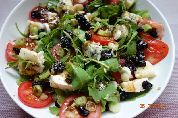 Gorgonzola auf fruchtigem Rucola-Salat - Rezept - Bild Nr. 3512