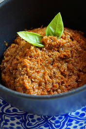 tomaten quinoa aufstrich oder dip rezept. Black Bedroom Furniture Sets. Home Design Ideas