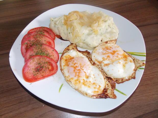 Kartoffelbrei mit Bratwurst und gedünsteten Zwiebeln - Rezept - Bild Nr. 3580
