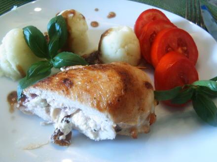 Hähnchenbrust mit einer Frischkäse Zucchini Tomaten Füllung - Rezept - Bild Nr. 3611