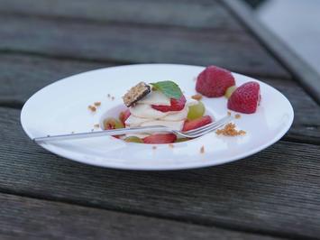 Mascarponecreme mit Erdbeeren und Weintrauben - Rezept - Bild Nr. 2