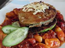 Zucchini-Burger auf scharfer Tomaten-Soße mit Gnocchetti - Rezept - Bild Nr. 3621