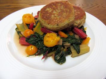 Rezept: Kartoffelküchlein auf Mangoldgemüse