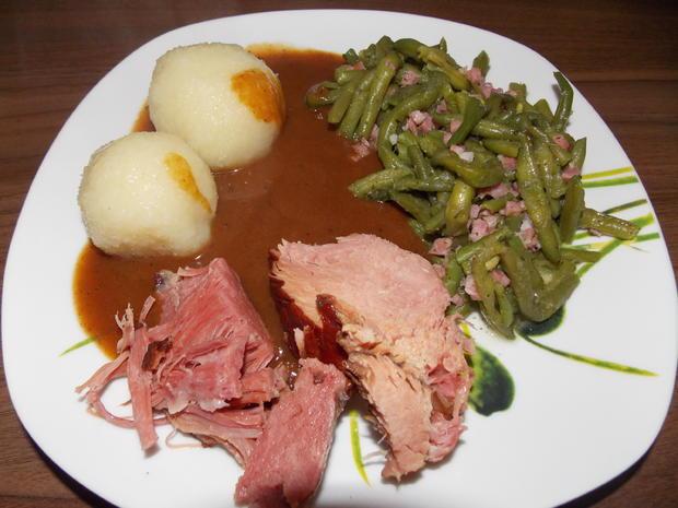 Kasslerkamm mit grünen Speckbohnen und Kartoffeln oder Klößen - Rezept - Bild Nr. 2